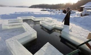 Крещение 2019, нужно ли купаться и нырять в прорубь?